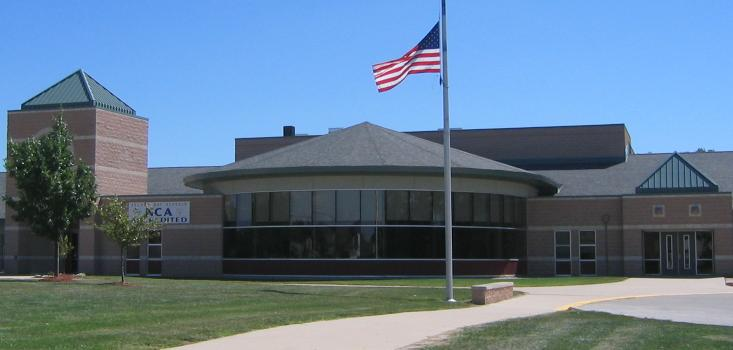 Exterior photo of Great Oaks Elementary School